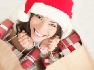 glad dame får gaver
