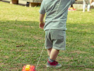 Der findes meget forskelligt udendørs legetøj til børn